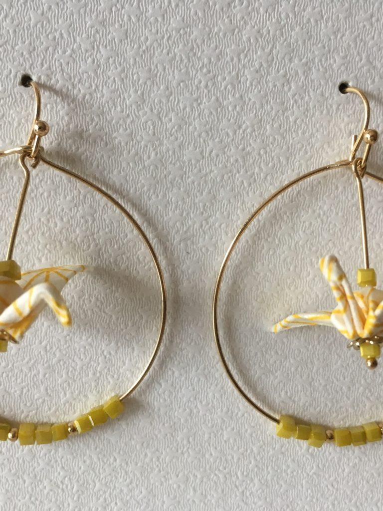 Les boucles d'oreille modèle «Créole grue»